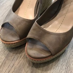 43eec0c404 Dolce Vita Shoes - Dolce Vita Leather Wedge Sandal Nude Shoes Size 8